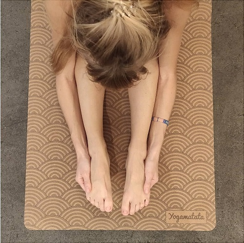 Tapis de yoga antidérapant Yogamatata en liège et caoutchouc naturel, éco-responsable et design !
