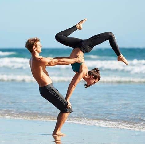 Acroyoga, l'art du yoga et de l'acrobatie réunis - Acro Yoga : when yoga meets acrobatics - #yoga #yogalife #yogalove #acroyoga #yogafrance
