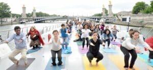 Yoga sur bateau mouche